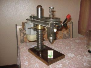 Выбираем и устанавливаем рулевую рейку для сверлильного станка.